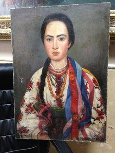 Старый портрет украинки в национальном костюме .
