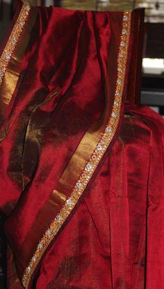 59 Ideas for indian bridal maroon etsy Indian Silk Sarees, Ethnic Sarees, Silk Cotton Sarees, Maroon Saree, Red Saree, Saree Dress, Silk Saree Kanchipuram, Bandhani Saree, Silk Saree Blouse Designs