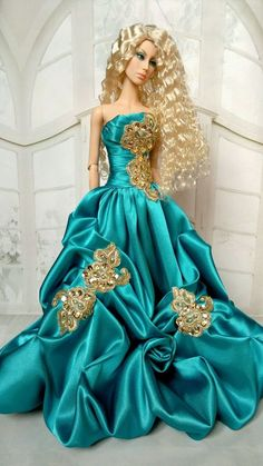 New Dress Gown Outfit for Doll Sybarite Tonner Tyler Wentworth Sydney Barbie Gowns, Barbie Clothes, Barbie Fashionista, Different Dresses, Barbie Collection, Barbie World, Barbie Friends, Fashion Dolls, Mint
