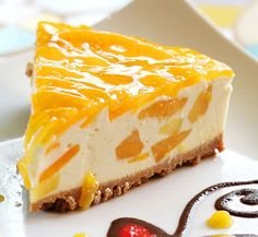 Mango Cheesecake is a beautiful, delicate dish that is perfect for parties and special occations. The Mango Cheese Cake Recipe is makde by blending the delectable fresh mangoes with crumbly cheese. The pastry for the cheese cake has a prefect crust and is Mango Desserts, Delicious Desserts, Yummy Food, Food Cakes, Cupcake Cakes, Cupcakes, Sweet Recipes, Cake Recipes, Dessert Original
