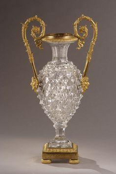 Un corte de cristal jarrón.  Galerie Atena Antiquités