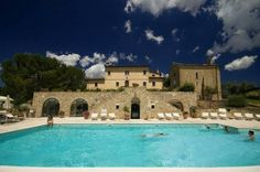 Tenuta Decimo - Villa Dini Castel San Gimignano Villa Dini is an 18th-century property with views of the Tuscan hills, 14 km from San Gimignano. It offers an outdoor swimming pool, and rooms decorated in a traditional style.
