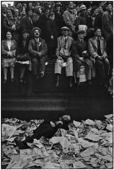 Henri Cartier-Bresson, Trafalgar Square il giorno dell'incoronazione di Giorgio VI, Londra 12 maggio 1937 #fotografia