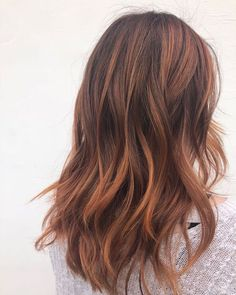 We love this punchy copper balayage by ❤️ Recreate it using the formula below ? FORMULA:… We love this punchy copper balayage by ❤️ Recreate it using the formula below ? Brown Ombre Hair, Ombre Hair Color, Brown Hair Colors, Balayage Hair Copper, Balayage Hair Blonde, Brown Hair Copper Highlights, Brown Hair Natural Balayage, Red Brunette Hair, Copper Brown Hair