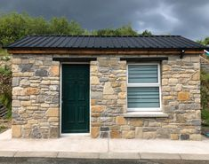 How clean-looking is this stone shed? The semi-guillotined stone look is perfect for this added feature to your home! Stone Building / Home Renovation Tips. Thin Stone Veneer, Donegal, Home Renovation, Natural Stones, Building A House, Shed, Tips, Projects, Inspiration