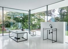 Masterpieces – family-run company BETTE produces architectonic elements for the bathroom out of enamelled titanium steel. Bathroom Interior Design, Home Interior, Interior Styling, Bathroom Trends, Commercial Design, White Walls, Modern Decor, Betta, Living Spaces