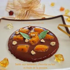 Kalou and cook : Sablé aux noisettes, chocolat au lait et fruits de la passion Pudding, Passion, Desserts, Food, Chocolate Hazelnut, Milk, Fresh Fruit, Tailgate Desserts, Deserts
