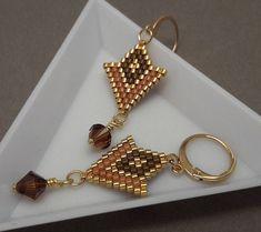 Light earrings made of delicate Miyuki pearls in woven bri … - Jewelry Seed Bead Earrings, Beaded Earrings, Earrings Handmade, Beaded Jewelry, Beaded Bracelets, Jewelry Crafts, Swarovski, Jewelry Making, Terra Cotta