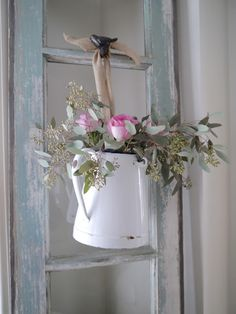15 Easy & Creative Craft Ideas Using Fake Flowers – Shabby Chic Decor Ideas Cocina Shabby Chic, Muebles Shabby Chic, Shabby Chic Kitchen, Shabby Chic Homes, Rosa Shabby Chic, Vintage Shabby Chic, Shabby Chic Style, Shabby Chic Decor, Rustic Style