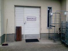 Tästä ovesta mennään eka aamuna työmaalle ammattikoululle!