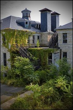 Abandoned Rosewood Hospital near Baltimore, Maryland - Looks to be a restful setting to recuperate in as-is.