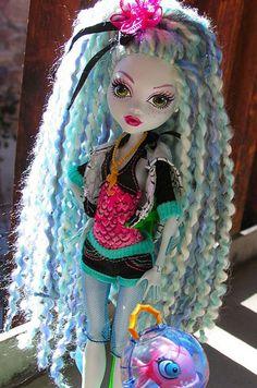 monster-high-lagoona-doll