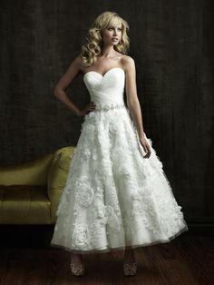 A-Line Sweetheart Flower Organza Tea-length Wedding Dress