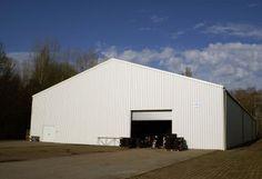 Wir sind der Spezialist für mobile Lagerhallen. Bei uns könnt ihr z.B. die Höhe der Hallen, die Abmessungen von Türen und Toren individuell bestimmen.