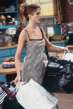 With fashion making a revival, IT girls of the era Rachel, Monica & Phoebe are fast returning as our modern day style icons. Grunge Look, 90s Grunge, Grunge Style, Soft Grunge, Grunge Outfits, Grunge Girl, Rachel Green Outfits, Estilo Rachel Green, Slip Dress Outfit