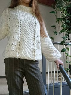 BØLGER - tiden helt store trend i strikkeverdenen Rowan Knitting, Sweater Knitting Patterns, Knitting Designs, Drops Baby, Drops Design, Crochet Magazine, Sewing Class, Wave Pattern, Knit Patterns