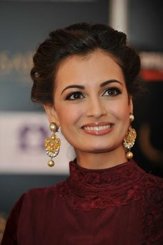 48 Stylish Wedding Hairstyle Ideas For Indian Bride - VIs-Wed Bollywood Celebrities, Bollywood Fashion, Bollywood Actress, Bollywood Girls, Bollywood Stars, Glamour World, India Wedding, Dia Mirza, Indian Wedding Hairstyles