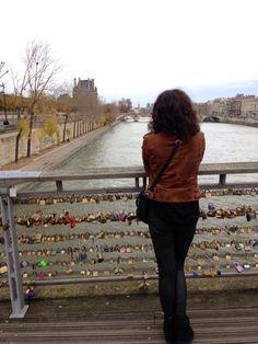 Sous le pont des Arts.... Coule la Seine et nos amours....