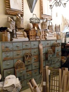 Mediterranean Home Interior Rematime: compra por internet muebles con tu estilo Vintage Decor, Rustic Decor, Farmhouse Decor, Primitive Furniture, Industrial Furniture, Vintage Industrial, Vintage Shops, Painted Furniture, Drawers
