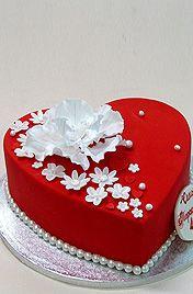 Торт в виде сердца свадебный