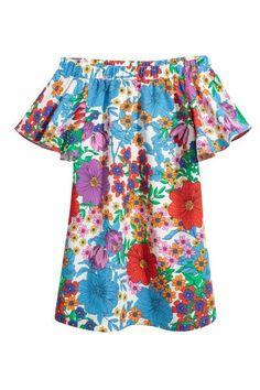 Een korte, uitlopende jurk van geweven katoen met elastiek aan de bovenkant, korte, wijde volantmouwen en steekzakken. Ongevoerd.