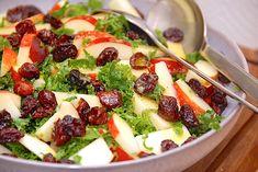 Nem grønkålssalat med æbler og tranebær Fruit Salad, Cobb Salad, Up Halloween, Salads, Fruit Salads, Salad, Chopped Salads