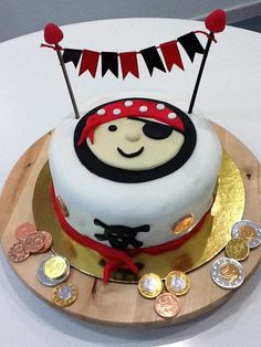 Piraten Torte Das ist wirklich eine schöne Idee zum Kindergeburtstag.Vielen Dank dafür! Dein blog.balloonas.com #kindergeburtstag #motto #mottoparty #party #kids #birthday #idea #pirat #seemann #seeräuber #ahoi