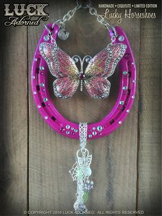 Horse Shoes, Not just For Horses! Horseshoe Wreath, Beaded Horseshoe, Lucky Horseshoe, Horseshoe Projects, Horseshoe Crafts, Horseshoe Art, Horseshoe Ideas, Metal Crafts, Diy And Crafts