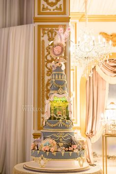 Marie Antoinette style #wedding #cake by Cake Opera Co. | Photography: Ikonica | WedLuxe Magazine #luxurywedding