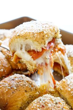 These Easy Pizza Sliders are so simple to make and are sure to be a family favorite! Layers of sauce, mozzarella, bacon, and pepperoni are baked in soft dinner rolls coated Slider Recipes, Sandwich Recipes, Pizza Recipes, Cooking Recipes, Party Recipes, Budget Cooking, Sandwich Ideas, Wrap Recipes, Vegetarian Cooking