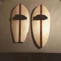 Done #concave #wingswallow & #pintail #prototype #handplanes made from #balsa & #mahagony. After five coatings of #marine  #varnish its time for some decent #testing en #breizh #bretagne #brittany