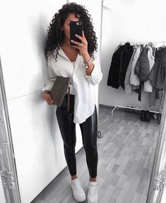 26 Fall Wardrobe Essentials You Need in 2020 - With fashion trends changing eve. 26 Fall Wardrobe Essentials You Need in 2020 - With fashion trends changing every year and season it can be hard trying to keep up! And the new fa - 2020 Fashion Trends, Fashion Mode, Womens Fashion, Fashion Tips, 2000s Fashion, Japan Fashion, Petite Fashion, Street Fashion, Winter Fashion Outfits