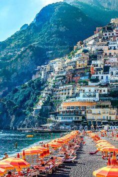 Positano, Italien. Den richtigen Reisebegleiter findet ihr bei uns: https://www.profibag.de/reisegepaeck/