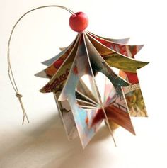 How to make a little heart house ornament out of old greeting cards. Such a great way to use all those old Christmas Cards! Recycled Christmas Tree, Christmas Card Crafts, Old Christmas, Christmas Paper, Handmade Christmas, Christmas Tree Ornaments, Holiday Crafts, Christmas Holidays, Recycled Christmas Decorations