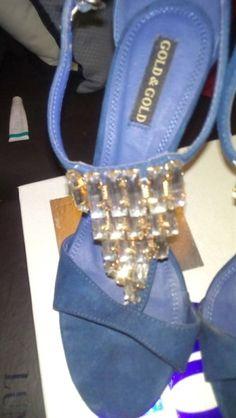 """VENDO Sandali gioiello usato a € 50,00 - Sandali """"nude"""" gioiello, molto eleganti. Tacco 10 cm. Indossati solo una VOLTA, praticamente NUOVI! Nella confezione originale Gold & Gold, inluso un set di tacchetti a chiodino di ricambio, originali."""