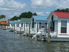 Small Houseboat Living | Deltaville Vignettes: Aqua Lodge- A Rich Man's Shanty Boat