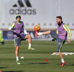 """Último entrenamiento antes de poner rumbo a Málaga. Partido exigente. ¡Vamos! Last training session before we set off to Málaga. A difficult match. Come…"" Sergio Ramos"