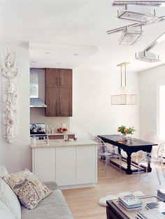 See more images from 1,000 square feet of chic on domino.com