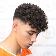 By 💈 Sigue a nuestros amigos barberos ->> Men Haircut Curly Hair, Male Haircuts Curly, High Fade Haircut, Curly Hair Cuts, Curly Hair Styles, Perm Hair Men, Mens Perm, Permed Hairstyles, Hairstyles Haircuts