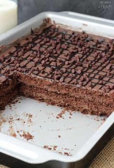 by Chocolate Icebox Cake - layers of chocolate ganache, chocolate mousse and chocolate graham crackers! A new favorite!Death by Chocolate Icebox Cake - layers of chocolate ganache, chocolate mousse and chocolate graham crackers! A new favorite! Icebox Desserts, Icebox Cake Recipes, Brownie Desserts, Frozen Desserts, Chocolate Desserts, Easy Desserts, Dessert Recipes, Pudding Desserts, Pasta Recipes