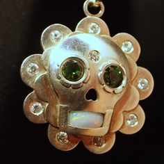 Aztec style pendant in silver with verdelits, opal, briliant and zircons