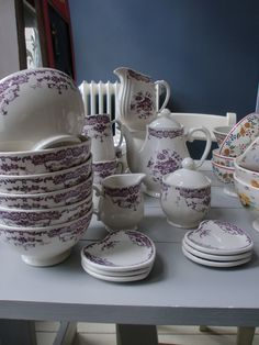 Une table tr s romantique avec la vaisselle camille rose - Table comptoir de famille ...