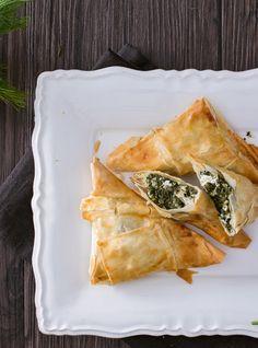 Spanakopita: direttamente dalla Grecia arrivano questi deliziosi fagottini ripieni di spinaci e feta. [Spanakopita from Greece]