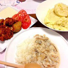 今日は、昨日の晩ご飯の牛丼をビーフストロガノフにリメイク(。 >艸<) スパイシーフライドチキン、マッシュポテトをプラスしましたぁヽ(o´∀`o)ノ - 6件のもぐもぐ - 本日の晩ご飯ヽ(o´∀`o)ノ by maibokkuri