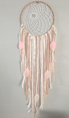 Dream dreams /Dream catcher dusty pink and white with lace and pale pink or white feathers Making Dream Catchers, Lace Dream Catchers, Diy Home Crafts, Diy Arts And Crafts, Dreams Catcher, Grown Up Bedroom, Bohemian Crafts, Indian Arts And Crafts, Native American Crafts