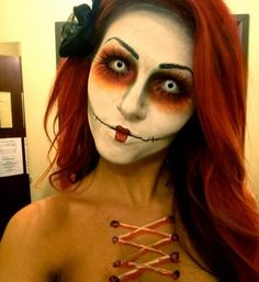 contacts can totally finish a halloween look. Love this, so girly and scary.