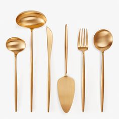 Beautifully rendered in brushed gold, Moon flatware features slender, elongated handles - ergonomically designed for balance and control. Knife blades are crafted from 420 steel, providing strong cutting power and resistance to oxidation. Cutipol breathes a spirit of innovation and well-honed expertise built over generations.