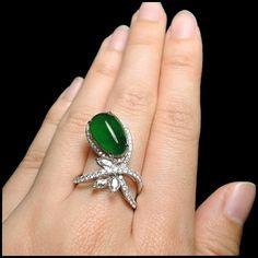 Jadeite with ice-unusual design Jade Jewelry, Gems Jewelry, Diamond Jewelry, Gemstone Jewelry, Jewelery, Unusual Rings, Jade Ring, Jewellery Sketches, Gemstone Engagement Rings