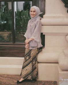 ideas for dress batik modern remaja Kebaya Modern Hijab, Kebaya Hijab, Batik Kebaya, Kebaya Dress, Kebaya Muslim, Batik Dress, Islamic Fashion, Muslim Fashion, Hijab Fashion