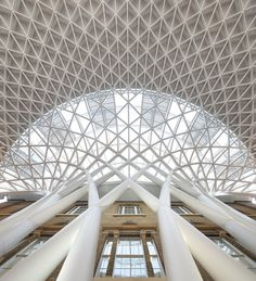 Western Concourse at King's Cross. Photo: : Hufton and Crow. Published on March 20, 2012.